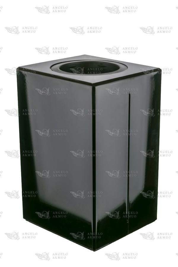 kvadratine vaza kapams